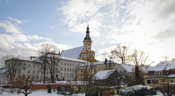 Klosterkulisse im Schnee